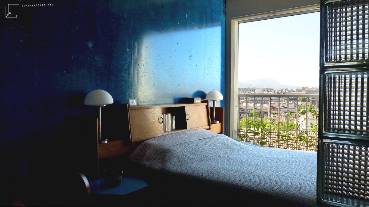 appartement-70-beton-bleu-vue-marseille-transformation-azzaro-architecte