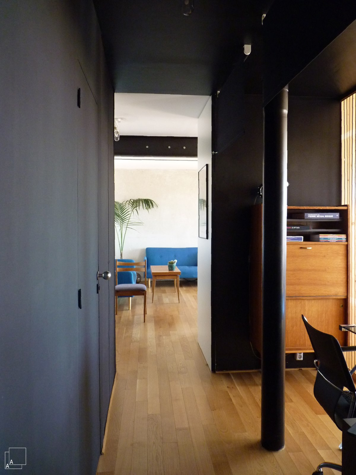couloir-peinture-noir-marseille-azzaro-architecte