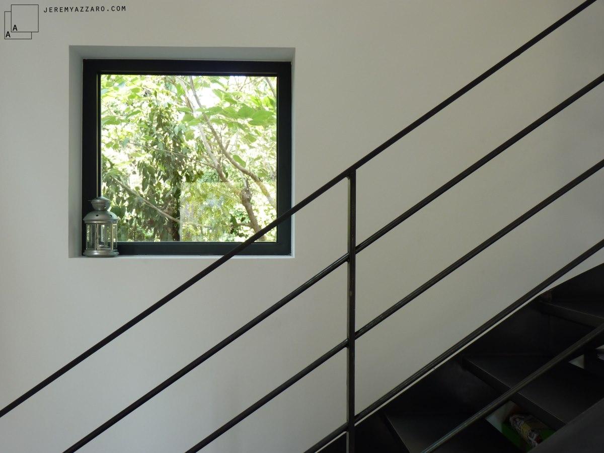escalier-metal-acier-noir-renovation-marseille-azzaro-architecte