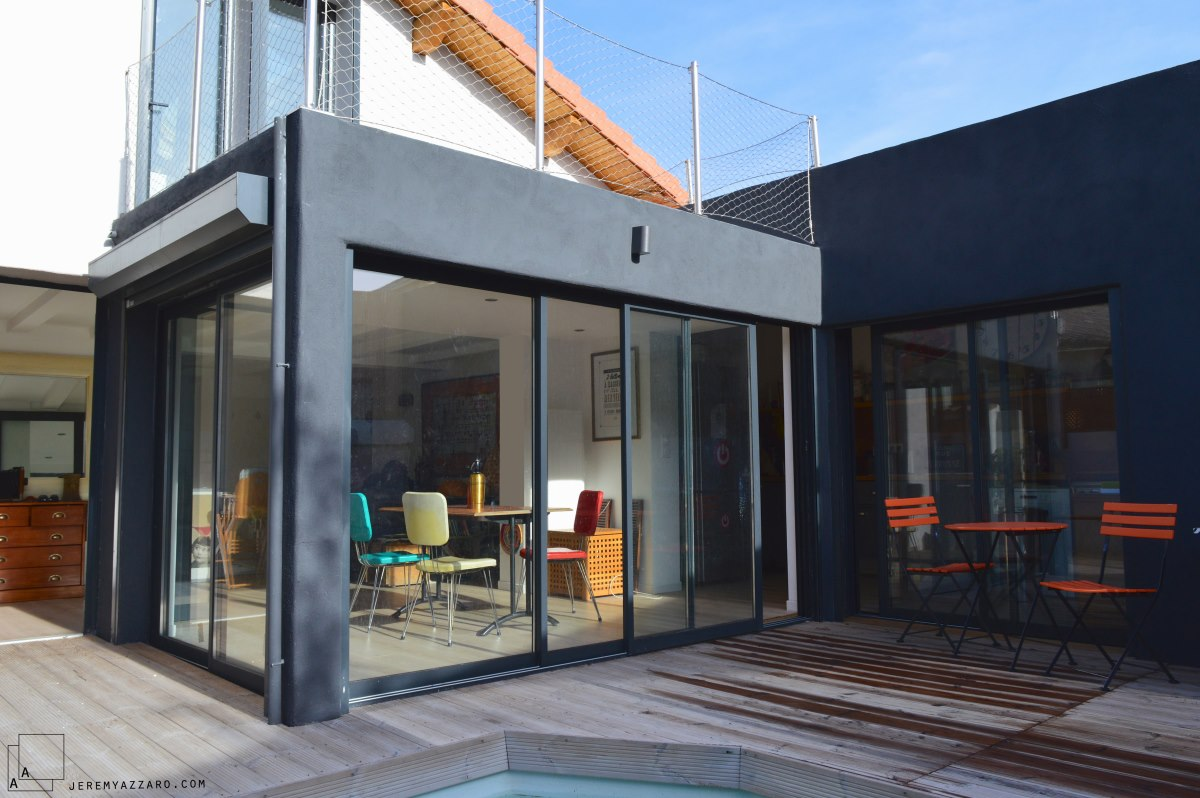 extension-contemporaine--villa-marseille--toiture-terrasse-piscince-gardecorps-filet-jeremy-azzaro-architecte