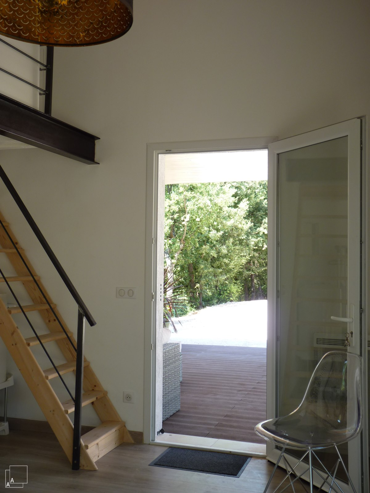 mezzanine-dependance-ete-salon-amis-jeremy-azzaro-architecte