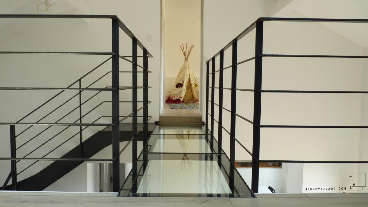 passerelle-verre-chambre-enfants-renovation-marseille-azzaro-architecte