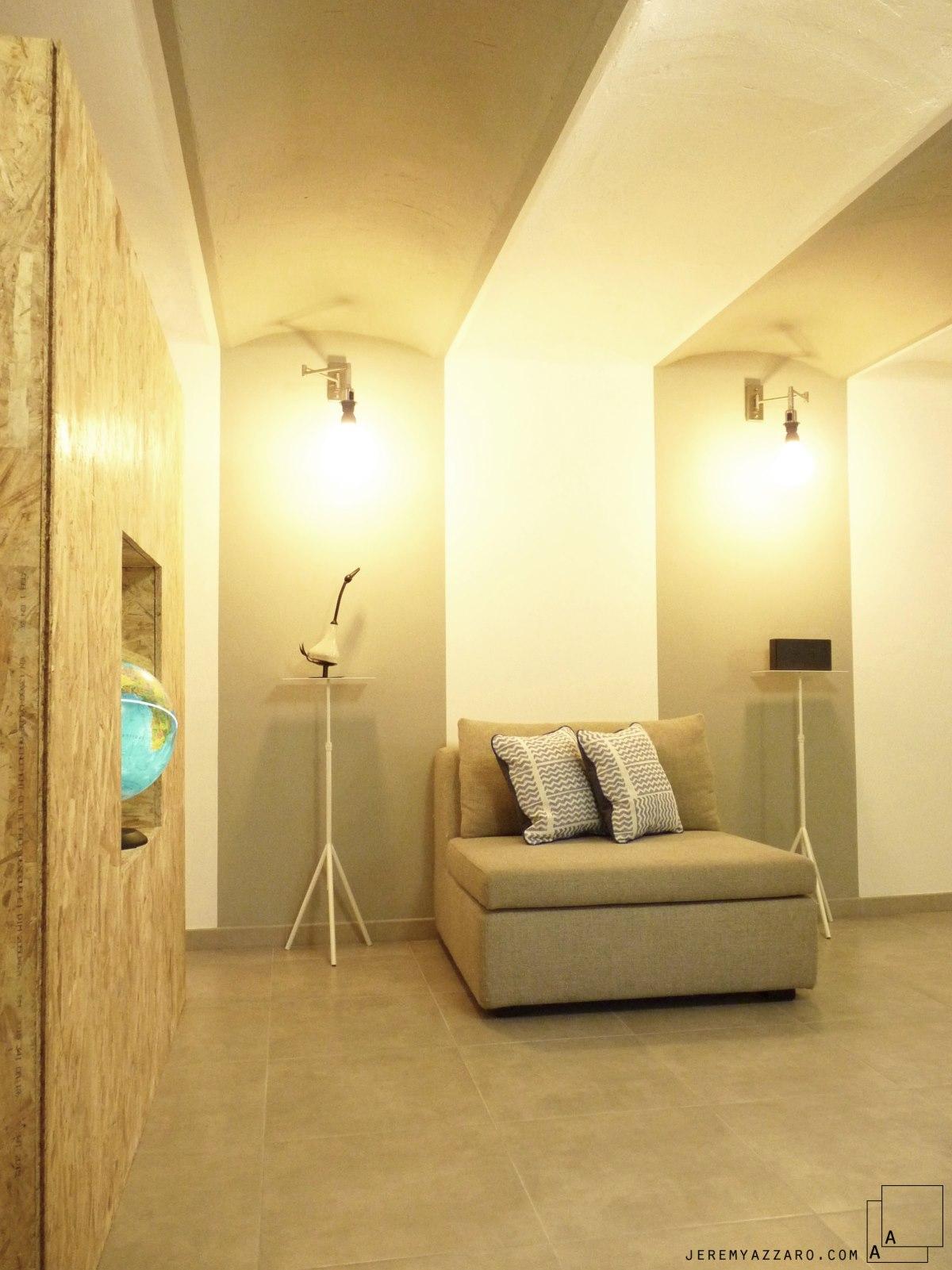 renovation-loft-cave-marseille-voutes-salon-meuble-osb-jeremy-azzaro-architecte