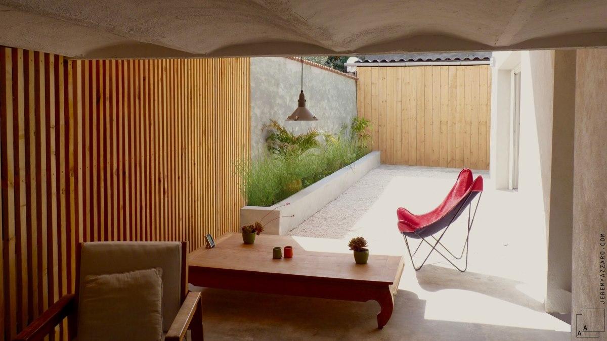 renovation-loft-terrasse-en-ville-marseille-pergola-bois-contemporainre-jeremy-azzaro-architecte