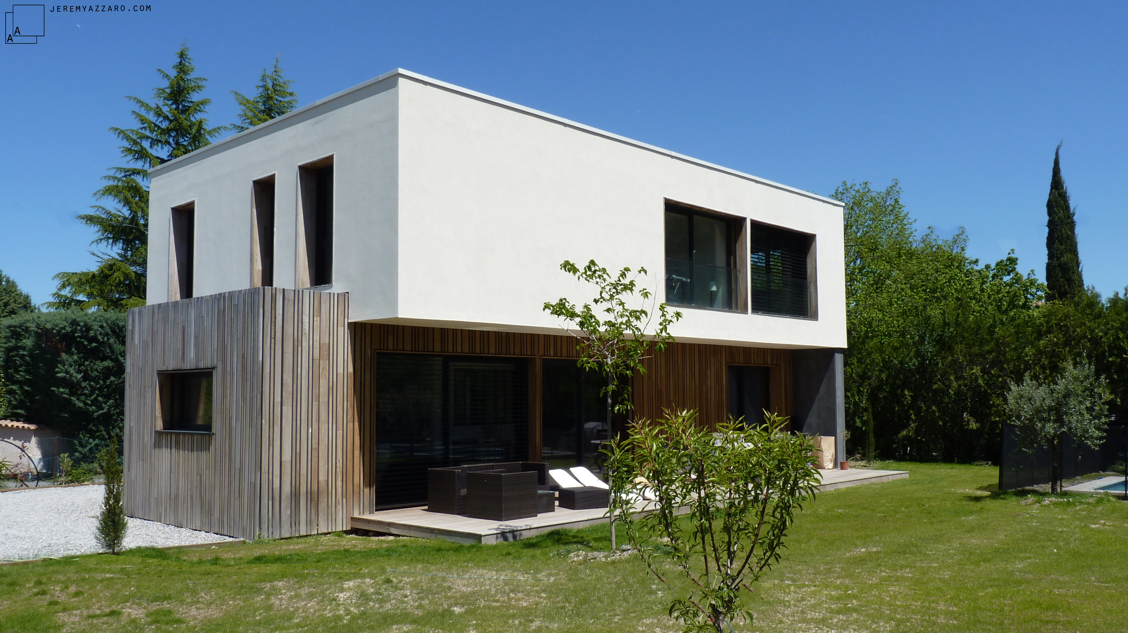 Conception d'une maison contemporaine « à travers champs »